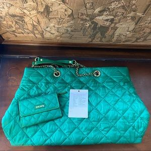 🔥RARE🔥DKNY Quilted Tote w/ Wallet